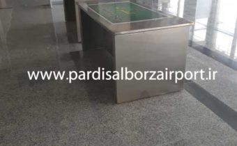 میز مخصوص بازرسی گمرک و پلیس فرودگاه